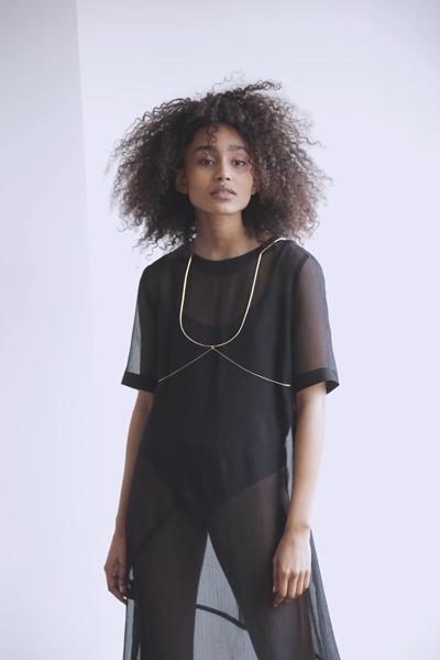 collier-harnais-bijoux-harness-corps-sensuelle-sensual-jewelry-ambrecardinal-creation-originale-ligne-or