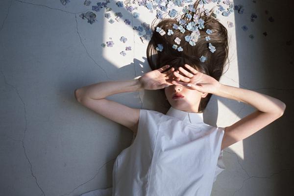 photo-model-fashion-mode-stylisme-artdirection-nature-fleurs-ambrecardinal