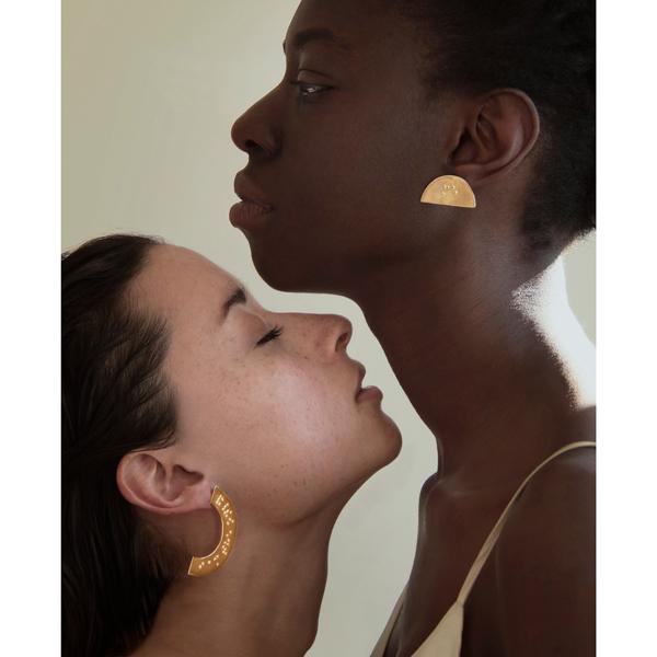bijou-braille-bijoux-jewelery-art-handmade-touch-toucher-senses-sens-ambrecardinal-shirt-shooting-mode-fashion-accessory-boucle-oreille-earring