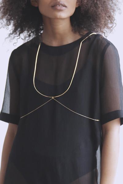 collier-harnais-ambrecardinal-harness-jewelry-bijou-corps-sensuelle-ligne-mode-art