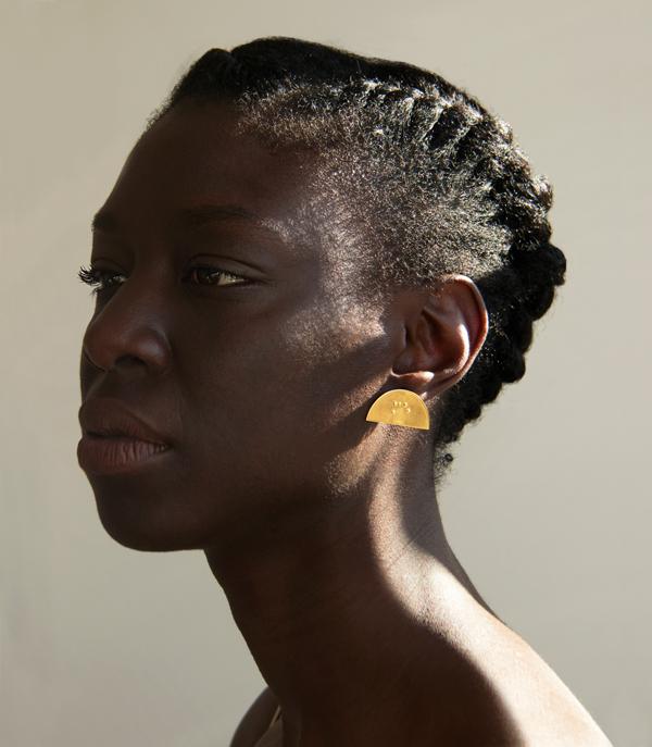 bijou-bijoux-braille-brail-ambrecardinal-art-artiste-jewellery-jewelry-handmade-mode-fashion-or-photo-artdirection-styling-earring-ambre